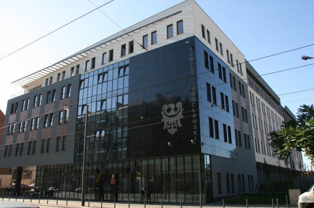 zdjęcie przedstawia siedzibę Starostwa Powiatowego we Wrocławiu