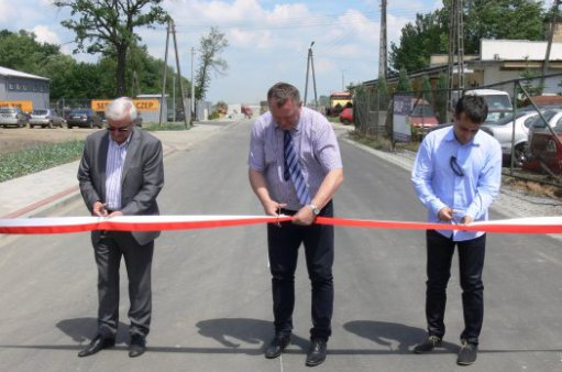Zdjęcie przedstawia uroczyste otwarcie drogi - I etap Kąty Wr. - Stoszyce